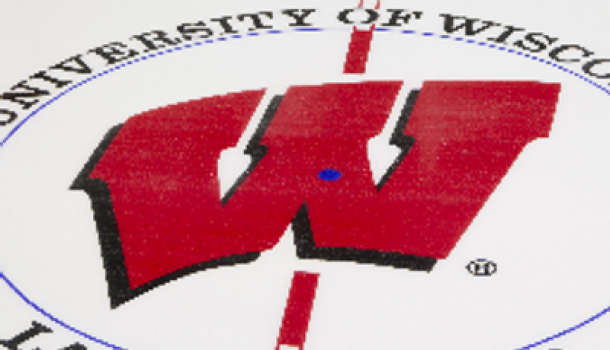 UW WOMENS HOCKEY TEAM HITS THE GOAL